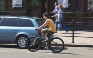 Автомобилист и велосипедист: неписаныне правила езды