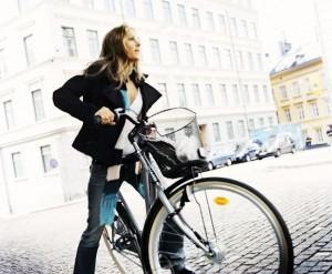 Велосипедист и автомобилист: неписанные правила езды