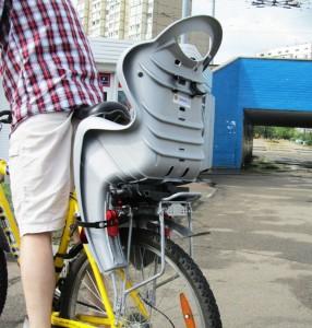 Для безопасности детей в поездках на велосипеде приобретите кресло  или прицеп-велосипед