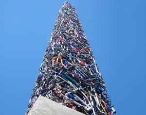 Памятник погибшим велосипедистам установлен в Калифорнии, США