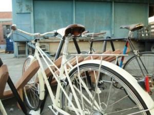 Парковка для велосипедов может быть и такой вот оригинальной