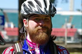 Средства защиты при езде на велосипеде, такие как велошлем, фары и световозвращатели
