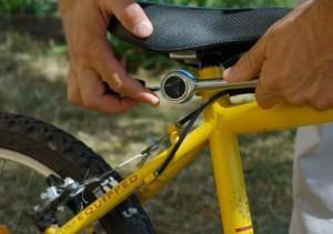 правильная посадка на велосипеде: регулировка седла