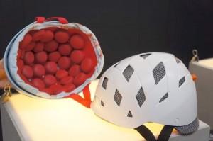 Велошлемы Rockwell с бисерным наполнением внутри